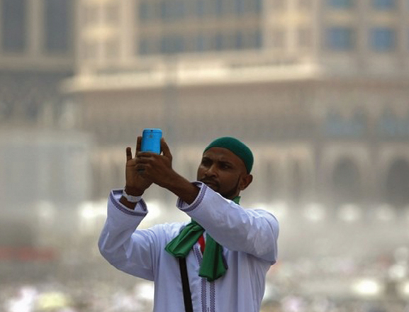 Hajj Selfie Divides Pilgrims