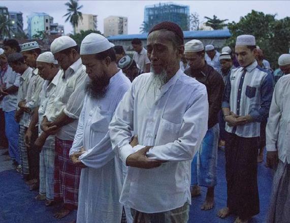 Yangon authorities sue Muslims for praying in the street