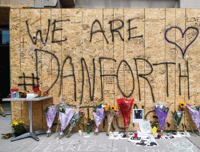 Thousands unites at vigil after Toronto's Danforth shooting