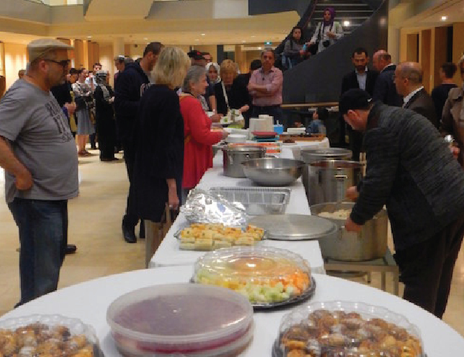 Prominent Toronto Synagogue Hosts Iftar Dinner