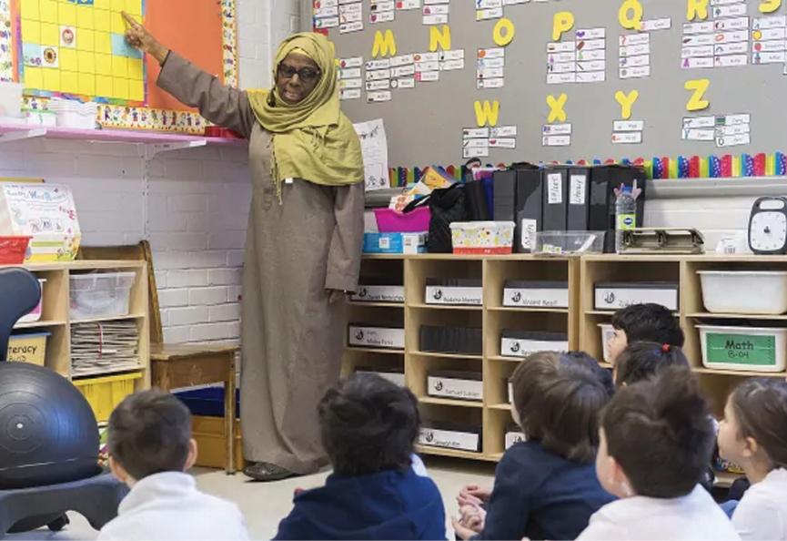 Teachers union the latest group to sue Quebec over religious symbols ban