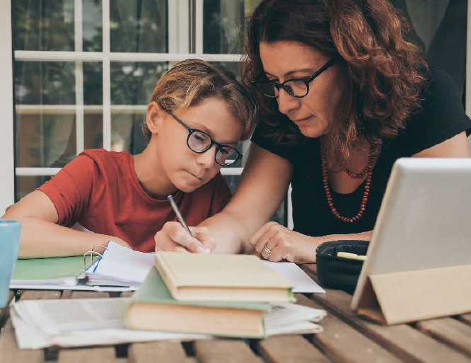 COVID-19 AND AT-HOME LEARNING:TEN TIPS FOR PARENTS NAVIGATING THE NEW REALITIES OF ONLINE EDUCATION